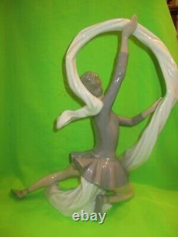 NAO BY LLADRO VERY LARGE DANCER BALLERINA WITH VEIL RIBBON FIGURINE No185