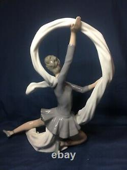 NAO BY Lladro DANCER WITH VEIL /Bailarina Con Velo ballet FIGURINE 00185 LARGE