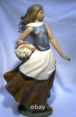 Nao By Lladro Gres 14.1/2 Figure Basket Of Flowers 1146