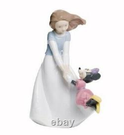 Nao By Lladro Porcelain Figurine Friends With Minnie 02001643 Was £125 Now £106