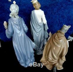 Nao Lladro King Gaspar, Wise Melchior, King Balthasar with Jug Porcelain Figurines