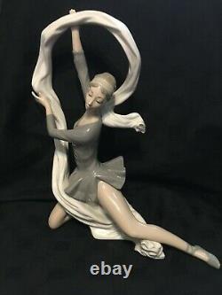 Nao by Lladró Dancer with Veil Vincente Martínez c2012 LARGE! 34cm
