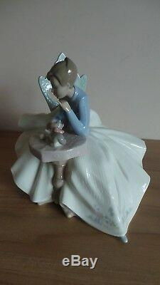 Nao by Lladro Figurine 1355 Girl Playing With Kitty