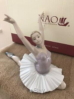 Nao by Lladro Figurine Ballerina THE ART OF DANCE Very Rare In original Box