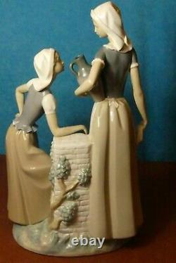 Nao by Lladro' Ladies at the Well, Women talking' Figurine model 178