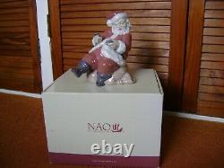 Nao by Lladro Porcelain Santa too many pies 02001511