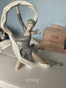 Nao by lladro Dancing Figurine