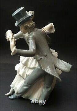 RETIRED LLADRO SHALL WE DANCE FIGURINE No. 5799G