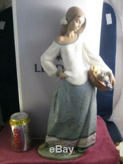 Rare Huge Lladro Seasonal Gifts 2229 Figurine LLADRÓ Gres Figure Boxed 43.5cm
