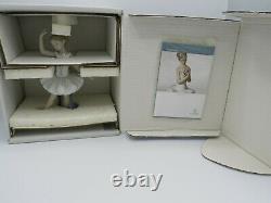 Retired Lladro 8126 Little Ballerina figurine