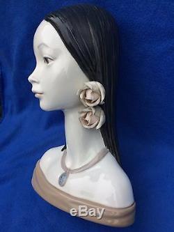 Retired large Lladro porcelain bust of a woman Maya 4668 Juan Huerta