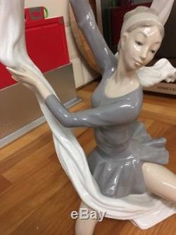 Stunning Nao'Ballerina with veil' Figurine (Lladro)