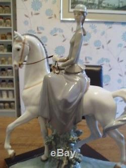 Very Large Superb Lladro Figurine Lady On Horseback