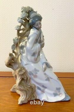 Vintage Japanese Lady Figurine Porcelain Geisha Figures Lladro 11.5 Ins Tall