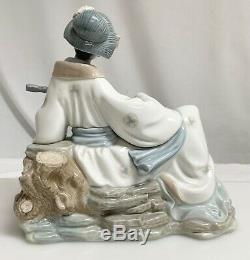 Vintage Nao by Lladro Porcelain Japanese Geisha Figure 59852